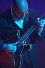 Dixon Nacey på sin John Scofield type Ibanaz gitar